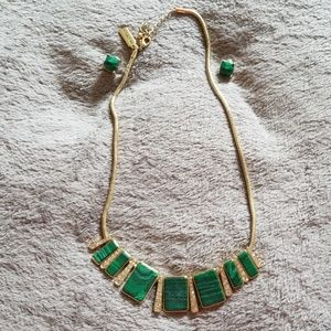 The limited earring and necklace set